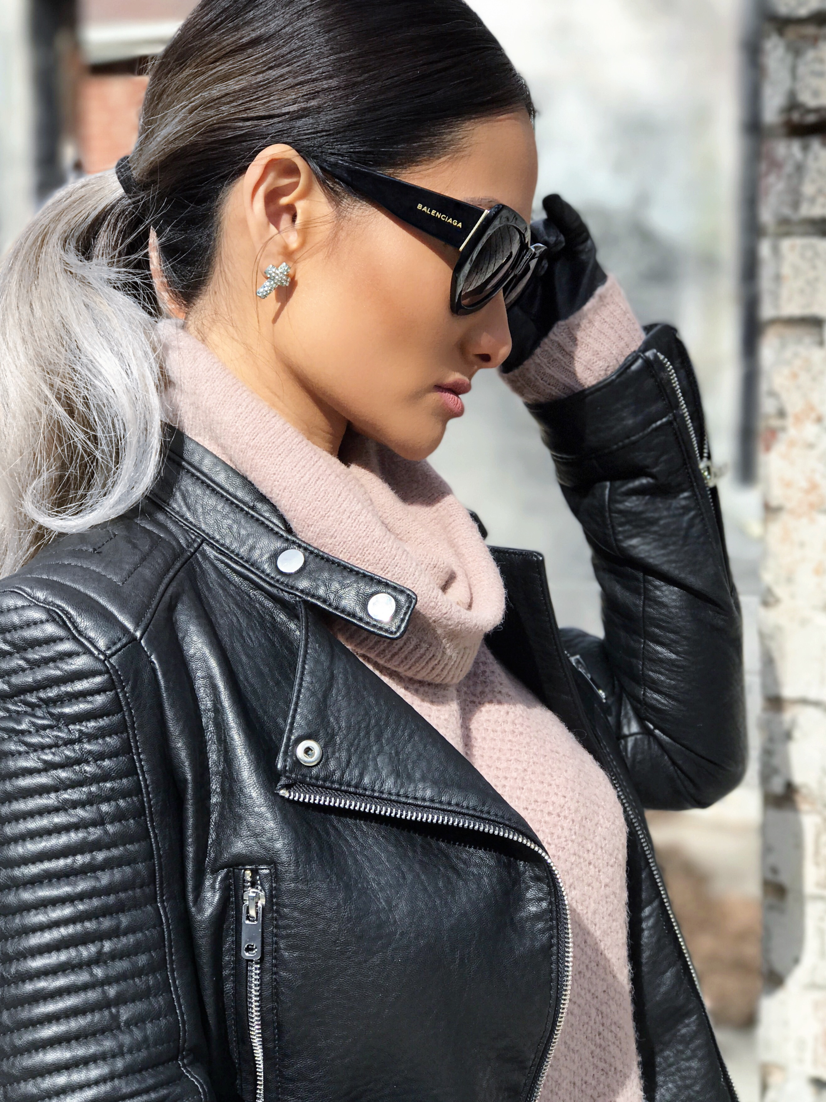 Grey hair don't care, grey hair Asian, grey hair trend,